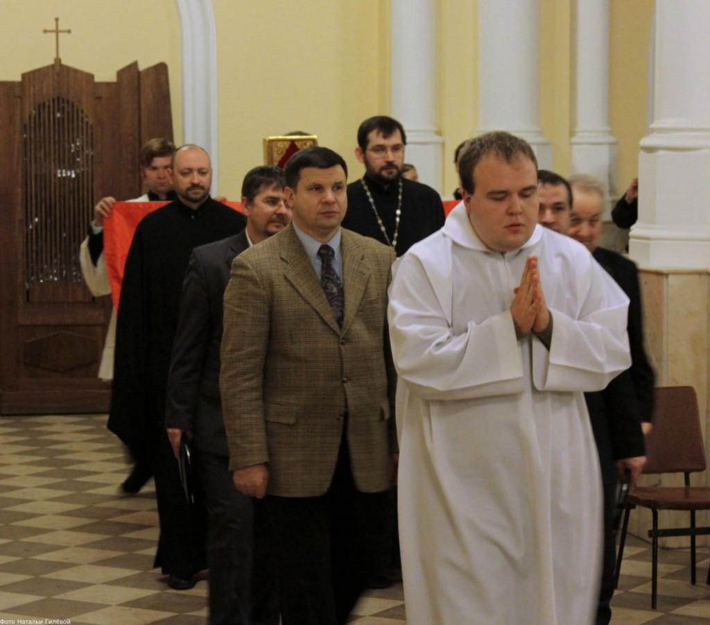 25 января 2012 г. О.  Сизоненко, Димитрий Викторович во время экуменической молитвы в московском костеле.