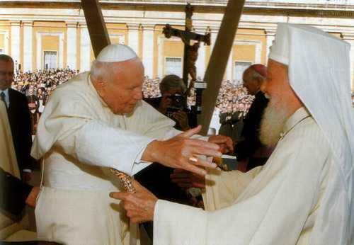 7-9 мая 1999 г. по приглашению Румынского Патриарха Феоктиста папа Римский Иоанн-Павел II посетил Румынию.