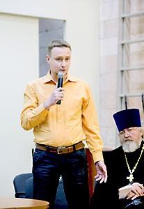 Священник Михаил Бугров не только советовал своим прихожанам заниматься по программе 12 шагов,, но и сам именно через это «обрел доверие Богу».