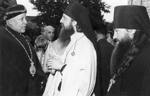Иерусалим. Епископ Абиссинской Церкви Аба Филиппос, архимандрит Пимен, иеромонах Никодим (Ротов). На приеме в Эфиопском консульстве 24 июля 1956 г.