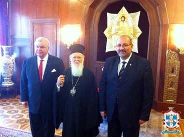 Патриарх Варфоломей и глава греческого отделения ордена тамплиеров Павел Цолакян (справа от Патриарха)