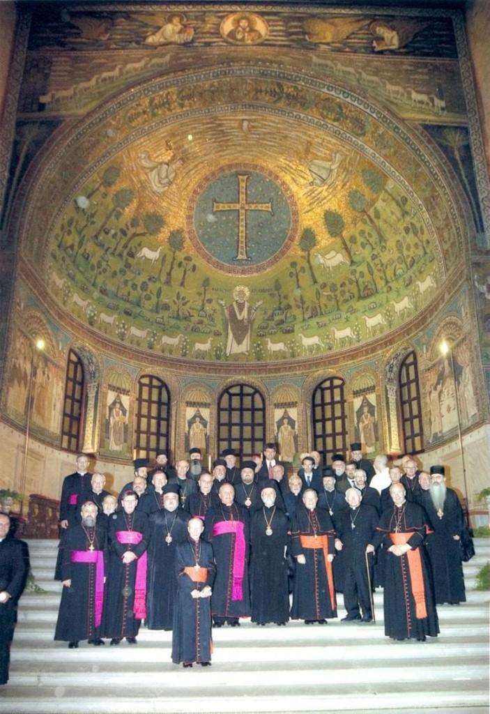 Совещание в Равенне 2007 г. Еп. Игнатий Мидич – пятый справа во втором ряду. Митр. Иоанн Пергамский – четвертый справа в первом ряду.