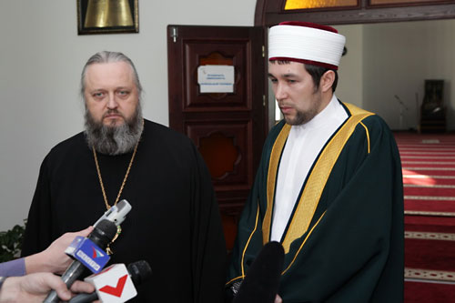 Еп. Аристарх ознакомился с устройством мечети