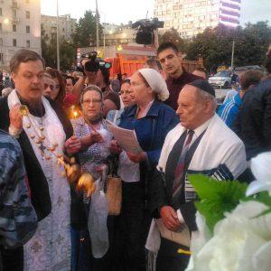 в центре Москвы состоялась согласованная акция памяти погибших во время путча в августе 1991 года - Дмитрия Комаря, Владимира Усова и Ильи Кричевского.