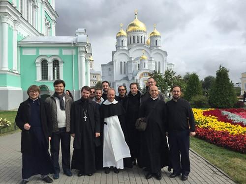 http://antimodern.ru/wp-content/uploads/catholic_diveevo.jpg