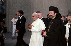 Иоанн-Павел II в Центре в Шамбези.Справа – митр. Дамаскин Папандреу