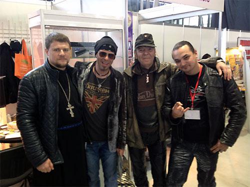 Священник Иоанн Федоринов встретился в Сокольниках со своими единомышленниками.