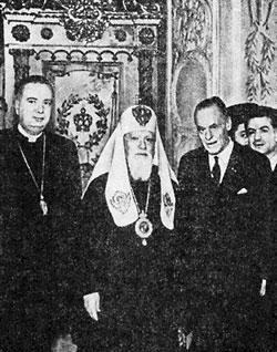 Справа налево: Н. Ниссиотис, Виссерт-Хуфт, Патриарх Алексий I, Ф.К. Фрай