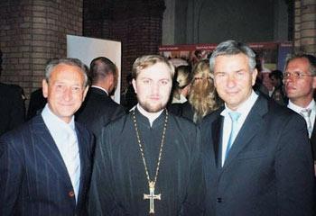 Отец Даниил (Ирбитс) с мэрами-извращенцами Деланоэ и Воверайтом. 2006 г.