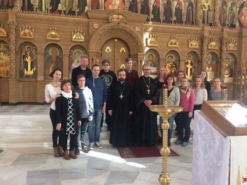 Jooa и другие толерантные члены ФПЦ с настоятелем Феодоровского собора о. Александром Сорокиным.