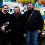 Юрий Черноморец, о. Кирилл (Говорун) и о. Андрей Дудченко на Евромайдане.