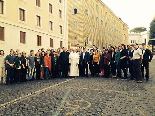 Синодальный хор с папой Франциском.