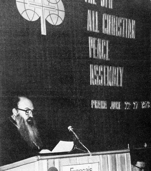 """Митр. Никодим (Ротов) на 5-м """"Всехристианском мирном конгрессе"""" в Праге. Июнь 1978 г."""