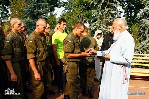 Митрополит Одесский и Измаильский Агафангел благословил украинских карателей воинской части 3014 Южного оперативно-территориального объединения Национальной гвардии Украины.