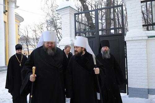 Митр. Иона и митр. Иларион (Алфеев) в Москве. 2011 г. Справа - еще не лишенный сана архимандрит Закхей (Вуд).