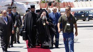 Патриарх Варфоломей в аэропорту на Крите.