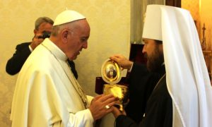 АПОСТАСИЯ сегодня - Страница 2 Relics_pope-300x180
