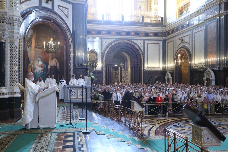 Секта вернулась в храм Христа Спасителя - Антимодернизм.ру: http://antimodern.ru/happy-return/
