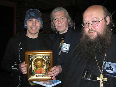 о. Сергий (Рыбко), неизвестный и рок-гитарист Джо Сатриани