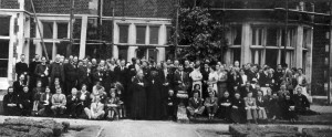 Съезд Содружества в 1936 г. В центре оо. С. Булгаков и Г. Флоровский (нажмите, чтобы увеличить)