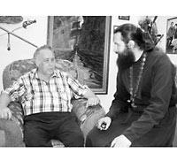 В.В. Крапивин и о. Димитрий Струев