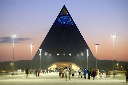 http://antimodern.ru/wp-content/uploads/summit-liderov02.jpg