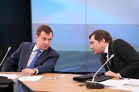 Президент РФ и Владислав Сурков. Фото Н. Четвериковой