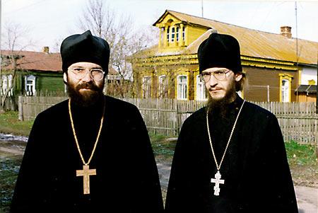 Крекшин, Андрей Николаевич (слева) и иеромонах Амвросий (Тимрот)/