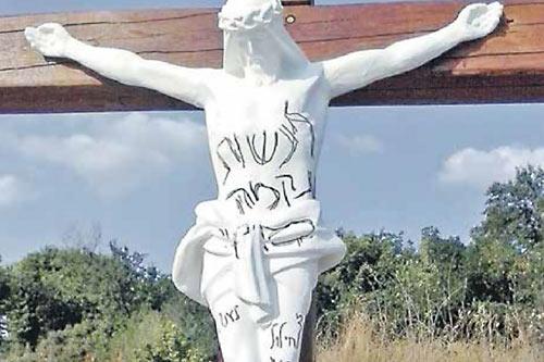 Хасиды осквернили крест в Умани