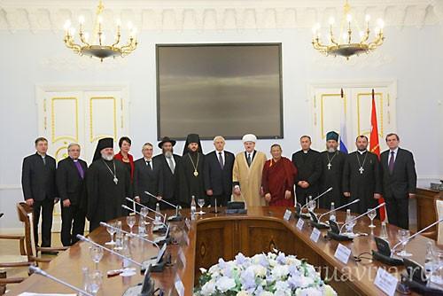 День народного единства объединил все народы и конфессии вокруг губернатора Полтавченко.