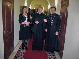 Анна Данилова, о. Уминский и о. Александр Пикалев. На заднем плане о. Макарий (Маркиш)