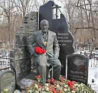 """Надгробие """"Япончика"""" на Ваганьковском кладбище"""